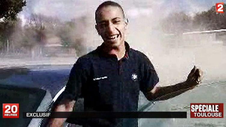 Capture d'écran montrant Mohamed Merah, le tueur au scooter de Toulouse (Haute-Garonne) et Montauban (Tarn-et-Garonne), à l'âge de 23 ans. (FRANCE 2 / AFP)