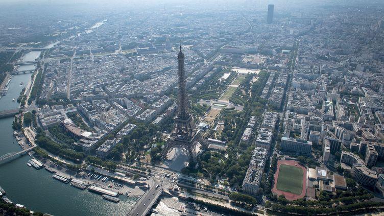 La vitesse maximale est réduite de 20km/h, mardi 24 juillet 2018 à Paris et en Ile-de-France, en raison d'un épisode de pollution à l'ozone. (GERARD JULIEN / AFP)