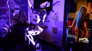 Giles Walker avaiut présenté son robot strip teaser à Las Vegas en 2018 (GENE BLEVINS / MAXPPP)