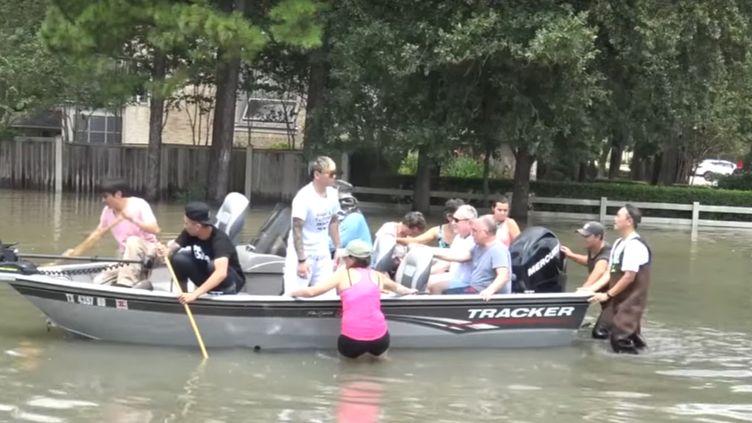 A Houston,de nombreux habitants se transforment en secouristes après le passage de la tempête Harvey. (GILLES GALLINARO / RADIO FRANCE)