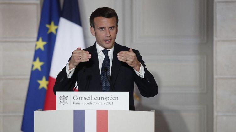 Le président de la République Emmanuel Macron, le 25 mars 2021. (BENOIT TESSIER / POOL / AFP)