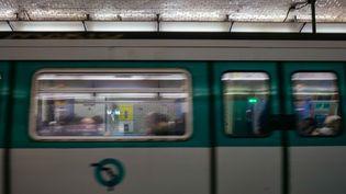 Un métro à Paris le 31 décembre 2019. (MATHIEU MENARD / HANS LUCAS / AFP)