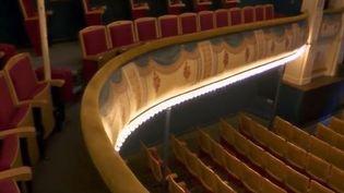 Les curieux n'ont plus que quelques heures pour profiter, dimanche 16 septembre, des Journées du patrimoine. France 2 nous fait découvrir le charme d'un théâtre à l'italienne, l'un des plus vieux de France, situé à Vienne (Isère). (FRANCE 2)