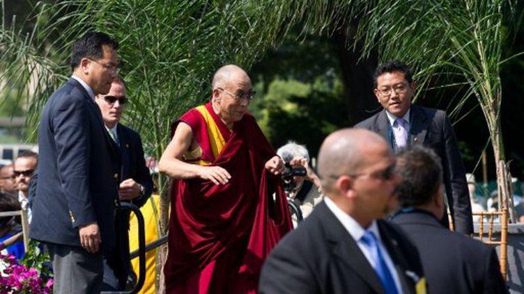 Le Dalaï lama s'apprête à faire un discours pour la paix dans le monde face au Capitole à Washington le 9 juillet 2011 (AFP PHOTO / Nicholas KAMM)