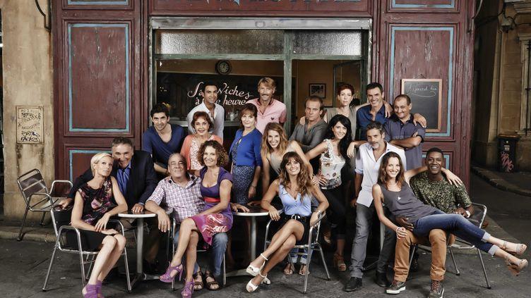 """Les comédiens de """"Plus belle la vie"""", diffusé sur France 3, posent pour les 10 ans de la série, à Marseille (Bouches-du-Rhône), le 29 août 2014. (GEISSELMANN / SIPA)"""