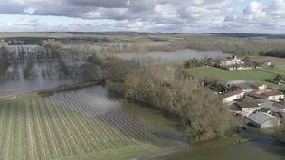 """Inondations en Charente-Maritime : Sainte en proie à une crue """"historique"""" (FRANCE 2)"""