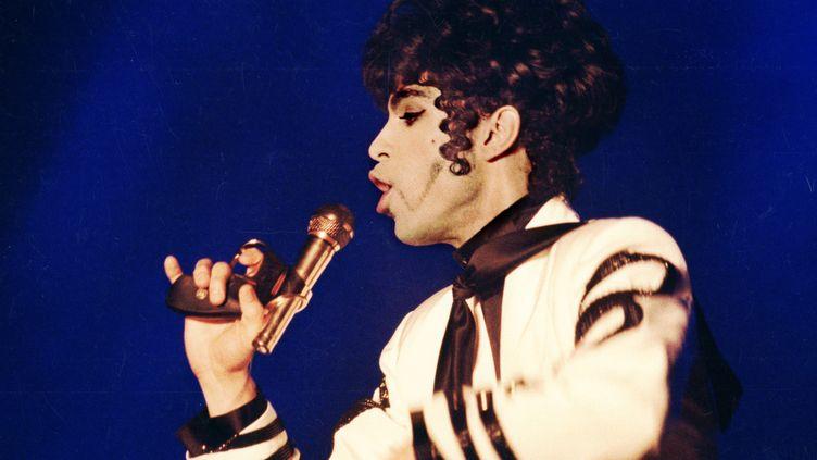 """""""Prince"""" en concert à Stocholm en 1993. (JUREK HOLZER  / TT NEWS AGENCY / AFP)"""