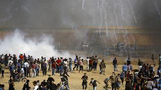 Des Palestiniens manifestent, le 11 mai 2018 dans la bande de Gaza. (MOHAMMED ABED / AFP)