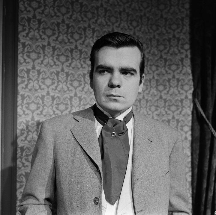 """Michael Lonsdale en Andéii, personnage de la pièce de théâtre """"Les Trois soeurs"""" d'Anton Tchekhov mise en scène par Jean Praten 1960. (JEAN CLAUDE PIERDET / INA)"""