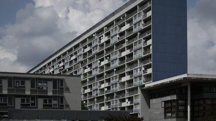 Une photo de la Cité des 4000, à La Courneuve (Seine-Saint-Denis), le 21 mai 2018. (PHILIPPE LOPEZ / AFP)