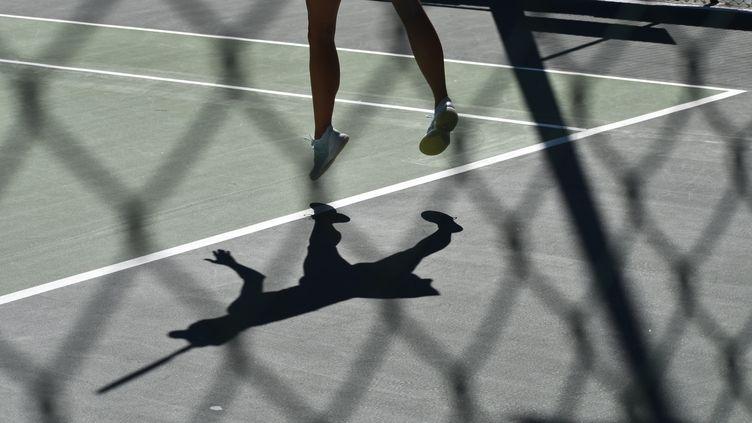 Dans l'ombre des stars du tennis, des joueurs et joueuses s'affrontent sur un circuit secondaire, organisé par la Fédération internationale de tennis (ITF). (Hortense Leblanc)
