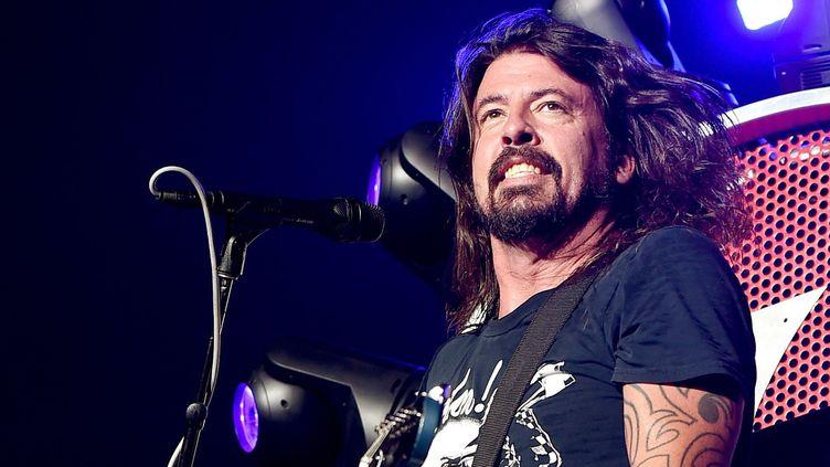 Dave Grohl sur scène avec les Foo Fighters en Californie le 21 septembre 2015.  (Kevin Winter / Getty Images / AFP)