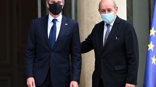 Le secrétaire d'Etat américain, Anthony Blinken, et le ministre des Affaires étrangères français, Jean-Yves Le Drian, le 25 juin 2021 à l'Elysée, à Paris. (MUSTAFA YALCIN / ANADOLU AGENCY / AFP)