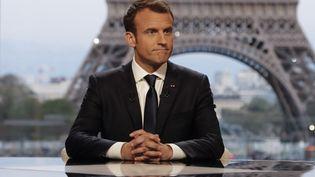 Emmanuel Macron répondait dimanche 15 avril aux questions de Jean-Jacques Bourdin et Edwy Plenel. (FRANCOIS GUILLOT / AFP)