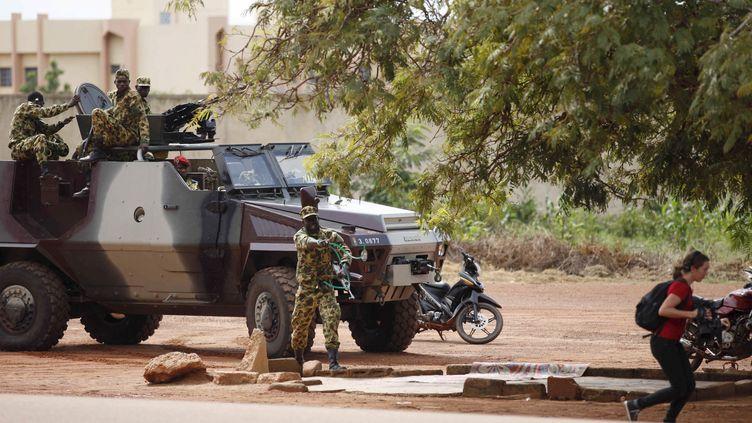 Des troupes du RSP dans les rues de Ouagadougou, le 20 septembre 2015. (JOE PENNEY / REUTERS)