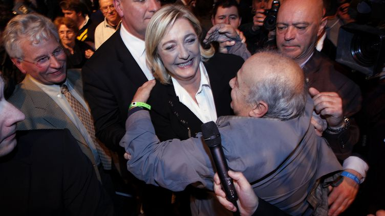 Marine Le Pen, présidente du Front national, le soir du premier tour de la présidentielle, le 22 avril 2012 à Paris. (FRANCOIS GUILLOT / AFP)