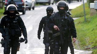 Les membres du GIPN et du RAID, en Picardie, le 8 Janvier 2015 (FRANCOIS NASCIMBENI / AFP)