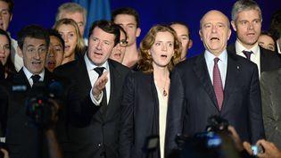 Nicolas sarkozy, Christian Estrosi,Nathalie Kosciusko-Morizet, Alain Juppé et Laurent Wauquiez chantent La Marseillaise, le 22 novembre 2014 à Bordeaux. (JEAN-PIERRE MULLER / AFP)