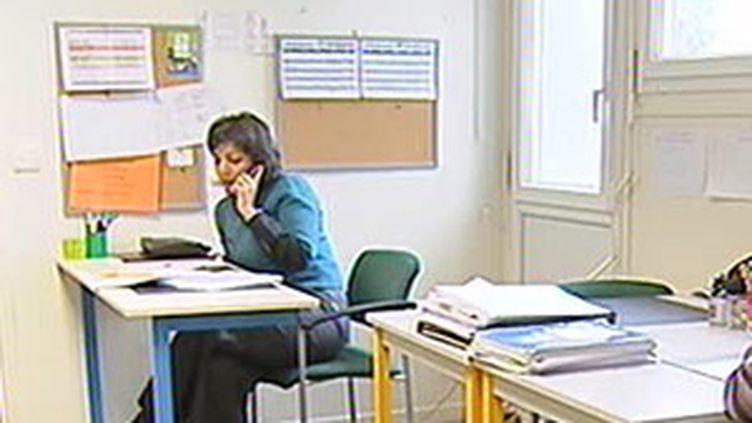 Un Centre d'écoute téléphoniques pour personnes en détresse. (© France 2)