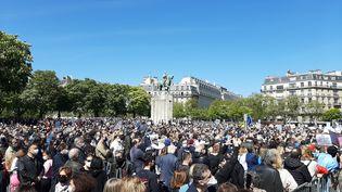 Des milliers de personnes se sont réunies sur la place du Trocadéro, à Paris, en mémoire de Sarah Halimi, le 25 avril 2021 (ALAIN GASTAL/ FRANCEINFO)