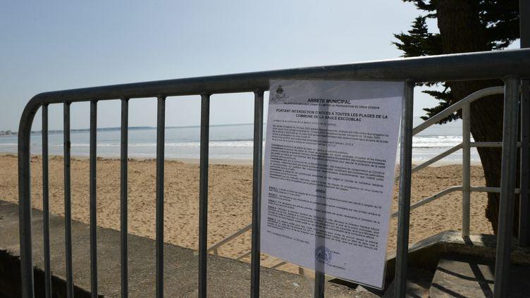 Pas de plage en période de confinement pour cause de coronavirus. Illustration ici, à la Baule, le 19 mars 2020. (FRANCK DUBRAY / MAXPPP)