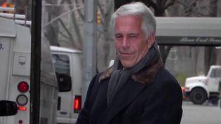 L'homme d'affaires Jeffrey Epstein aurait agressé des mineures jusqu'à son arrestation en juillet 2019. il aurait emmené les jeunes filles sur une île qu'il possédait dans les Caraïbes. (France 2)
