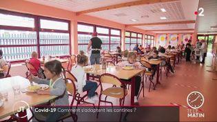 Des enfants à la cantine, àCoudekerque-Branche (Nord). (France 2)