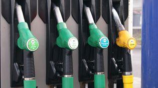 """Face au mouvement des """"gilets jaunes"""", le gouvernement avait suspendu il y a deux mois la hausse de la fiscalité sur les prix des carburants. (STÉPHANIE BERLU / FRANCE-INFO)"""