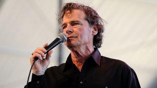 """Le chanteurB.J. Thomas sur scène au """"California's Country Music Festival"""" en 2010. (FRAZER HARRISON / GETTY IMAGES NORTH AMERICA)"""