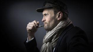 """L'auteur français Sylvain Tesson signe le livre """"Une très légère oscillation"""", aux éditions Équateurs. (JOEL SAGET / AFP)"""