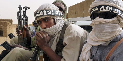 Militants du groupe djihadiste Ansar Dine à Kidal (nord-Mali) le 16 juin 2012 (Reuters - Adama Diarra)