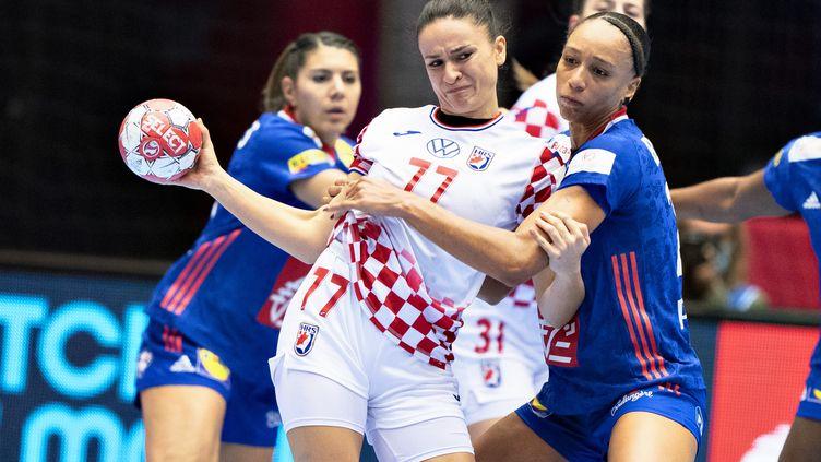 Béatrice Edwige (à droite) en rempart infranchissable contre la Croatie (HENNING BAGGER / RITZAU SCANPIX)