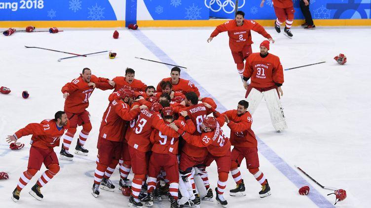 La joie des hockeyeurs russes après leur victoire en finale olympique dimanche 25 février à Pyeongchang (Corée du Sud). (ALEXANDER VILF / SPUTNIK)