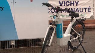 L'hydrogène vert est l'un des points d'investissement d'Emmanuel Macron pour 2030.Dans le pays, des initiatives sont déjà prises en ce sens, comme cette formidable révolution du vélo électrique qui fonctionne avec cette énergie. (Capture d'écran France 3)