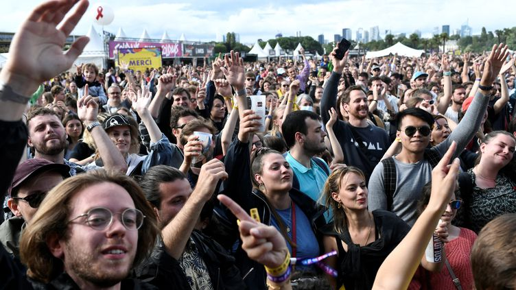 Des festivaliers à Solidays, le 4 juillet 2021. (STEPHANE DE SAKUTIN / AFP)