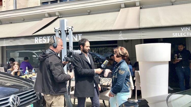 Julian Colling et Gilles Gallinaro en pleine interview pour le #franceinfotour à Tulle, le fief de François Hollande (Charlotte Mattout / Radio France)