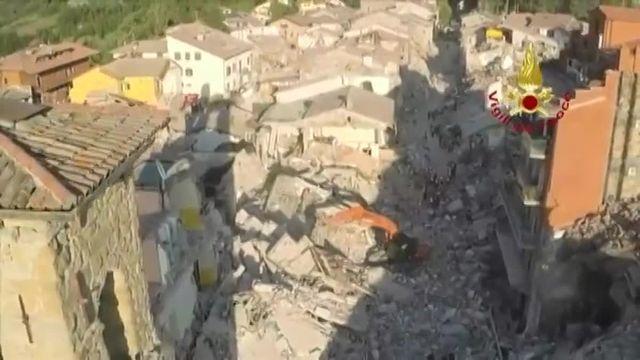 Italie : Les villages de Saletta et d'Amatrice filmés par drone 48 heures après le séisme