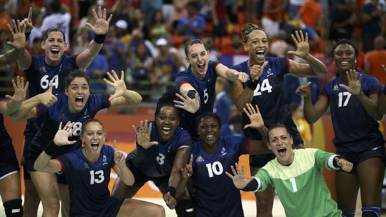 L'équipe de France célèbre sa qualification en finale après sa victoire face aux Pays-Bas (24-23)  (? MARKO DJURICA / REUTERS / X01390)