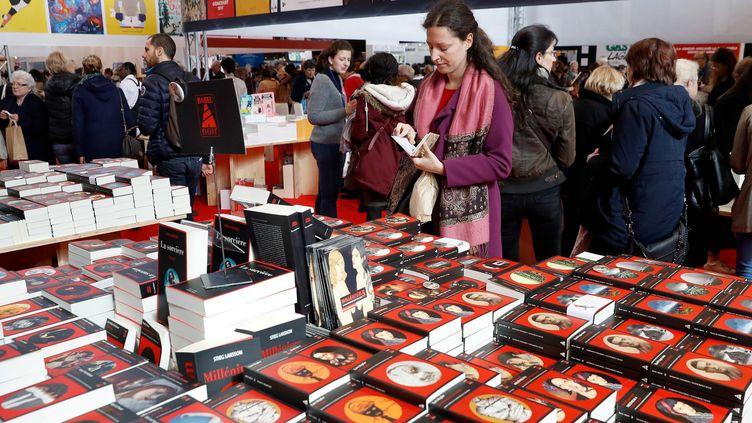 Dans les allées du Salon Livre Paris 2018  (PATRICK KOVARIK / AFP)