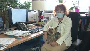 La mairie de Grenoble autorise les chiens au bureau dans la cadre d'une expérimentation. (D. Semet / France Télévisions)