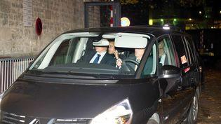Nicolas Sarkozy et son avocat, Thierry Herzog, sortent du bureau du juged'instruction de Bordeaux, le 22 novembre 2012. (DUPUY FLORENT / SIPA)