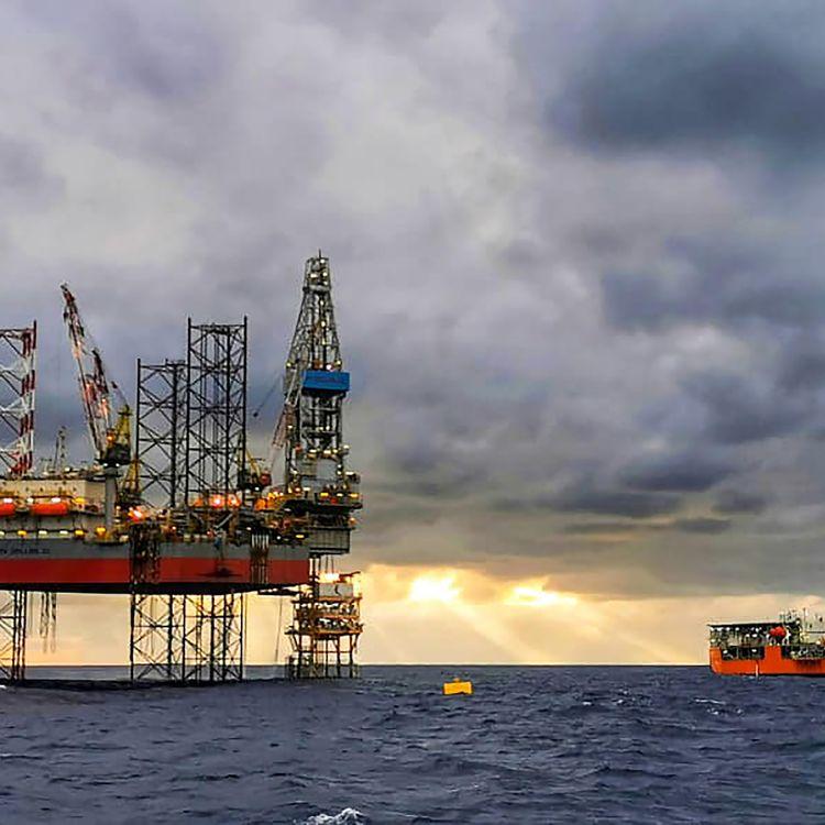 Une plateforme pétrolière au large du Cambodge, le 29 décembre 2020. (CAMBODIA'S MINISTRY OF MINES / AFP)