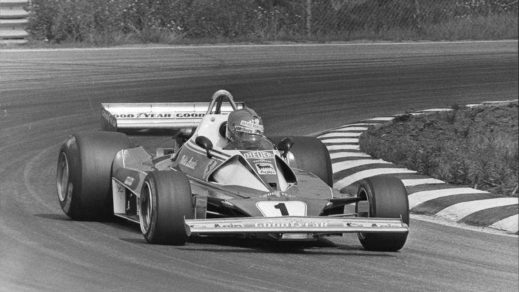 Niki Lauda au volant de sa Ferrari en 1976 (PETER KNOPP/AFTONBLADET / TT NYHETSBYR?N)