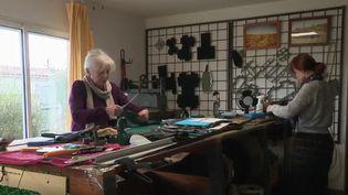 La famille Burcke fabrique des sacs à main à partir de chambres à air (CAPTURE ECRAN FRANCE 2)