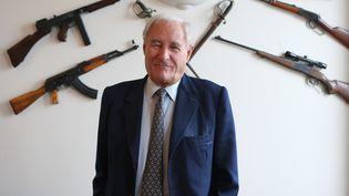 L'écrivain Gérard de Villiers à son domicile, le 28 septembre 2007, à Paris. (PATRICK KOVARIK / AFP)