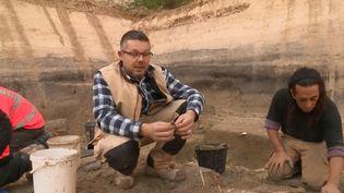 À Angoulême (Charente), un site archéologique a été découvert au niveau d'un parking en plein centre-ville. Des années d'histoire ont été sauvegardées. (FRANCE 3)