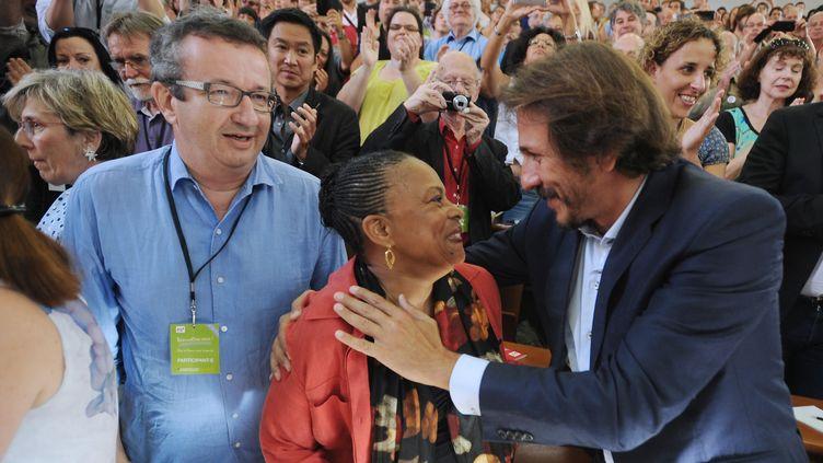La ministre de la Justice, Christiane Taubira, avec le député frondeur Christian Paul (à gauche) et le conseiller général de l'Essonne, Jérôme Guedj (à droite), le 30 août 2014 à La Rochelle (Charente-Maritime). (XAVIER LEOTY / AFP)