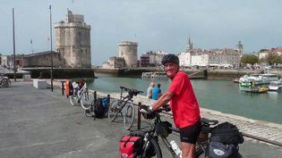 Daniel Birfet, 76 ans, a été atteint par le Covid-19 en mars dernier. Il est resté près de huit mois à l'hôpital de Libourne (Gironde). (France 3)