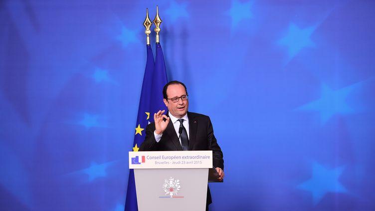 Le président François Hollande donne une conférence de presse à l'issue du sommet européen extraordinaire, le 23 avril 2015, à Bruxelles. (EMMANUEL DUNAND / AFP)