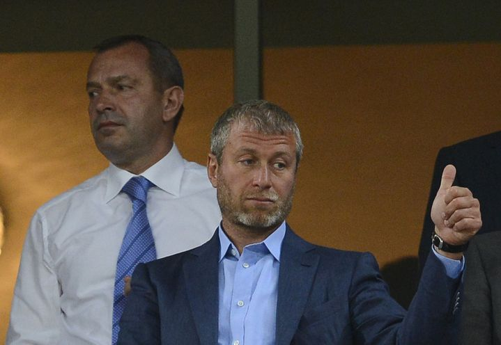 Le patron du club de foot de Chelsea Roman Abramovitch, lors d'un match Angleterre-Ukraine à Donetsk, le 19 juin 2012 à Donetsk (Ukraine). (NIGEL RODIS / REUTERS)